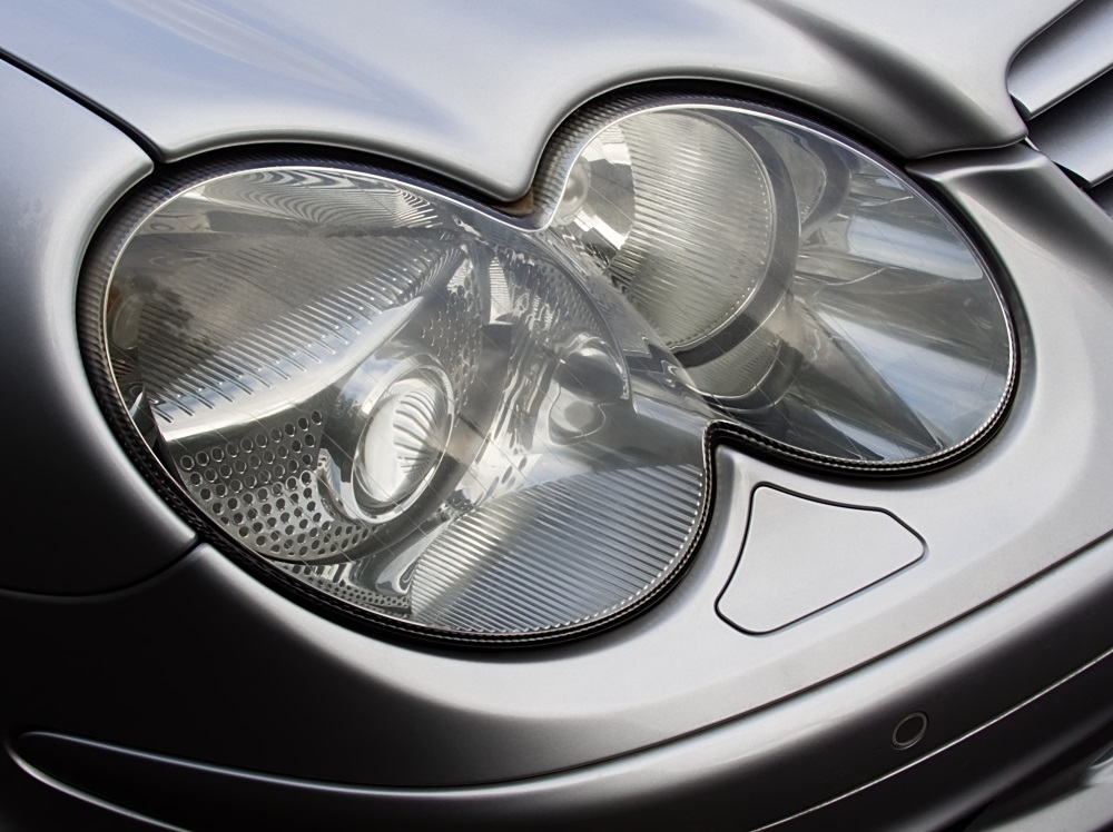 The lenses of car headlights are coated with a special lacquer system to increase their robustness and endurance.