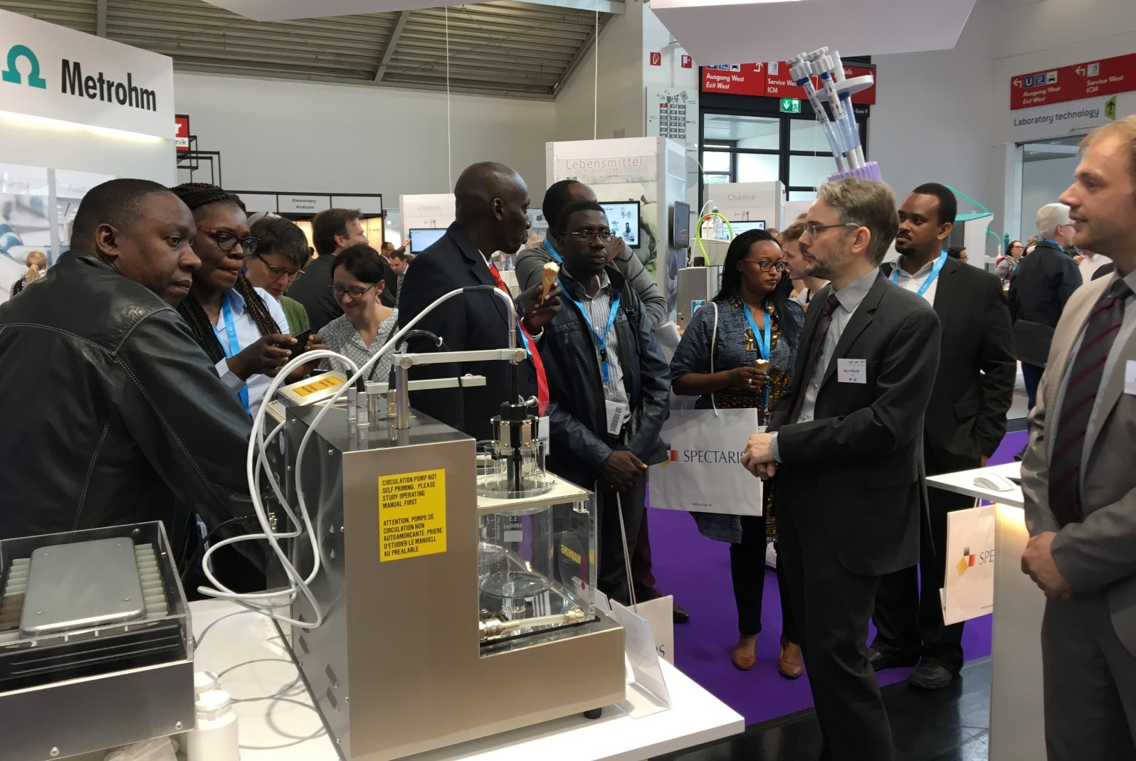 An African delegation from our technology association Spectaris is visiting THE PHARMA TEST GROUP booth
