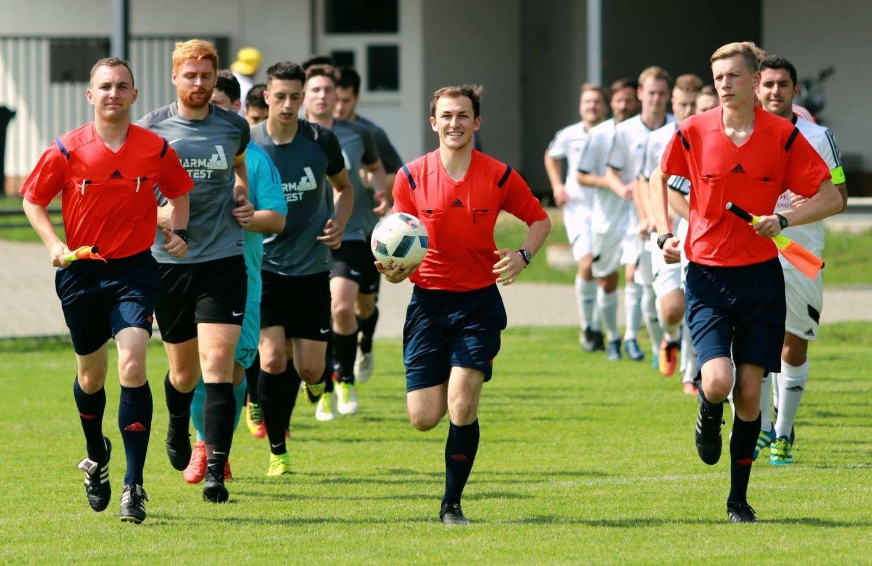 The team at their first won match against SV Pars Neu-Isenburg in Zeppelinheim this season 2018/2019 (courtesy of © SG Germania Klein-Krotzenburg)